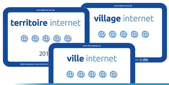 Trois panneaux Label Territoire Ville Village Internet