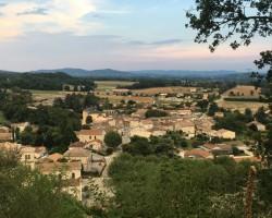 Village-vu-du-coteau-de-la-vierge