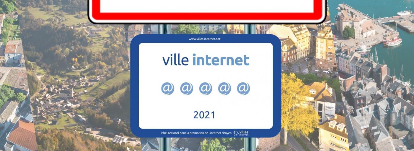 Illustration d'un panneau Ville Internet 2021